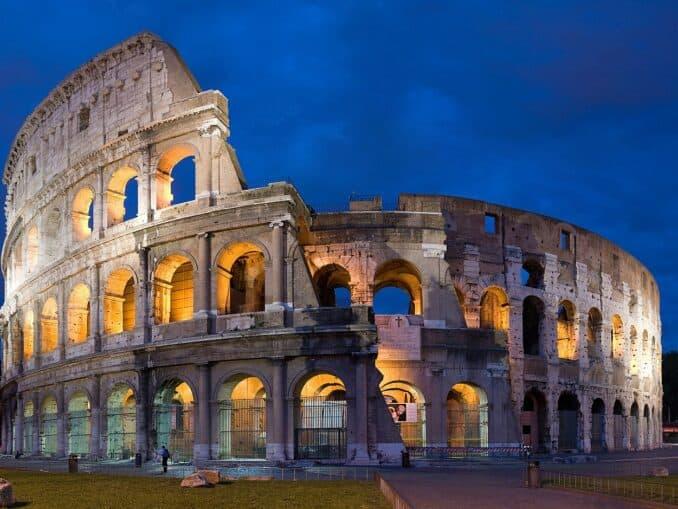 Panorama des Kolosseums Diliff CC BY-SA 2.5